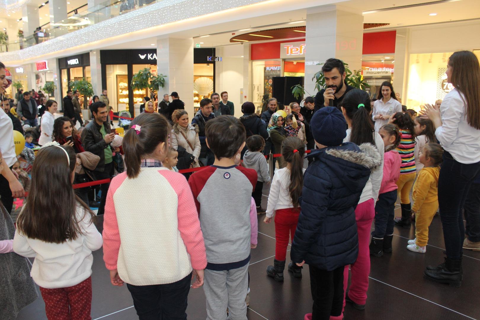 Agora Çocuk Kulübü hafta sonuna renk kattı