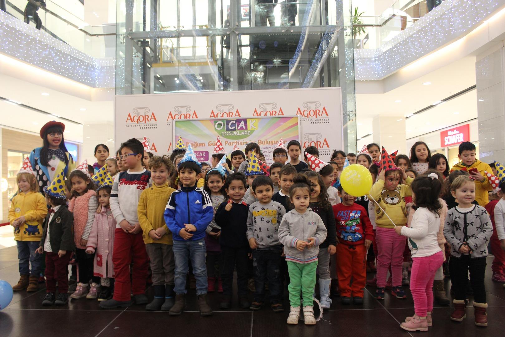 Ocak ayında minikler doğum günlerini Agora'da kutladı