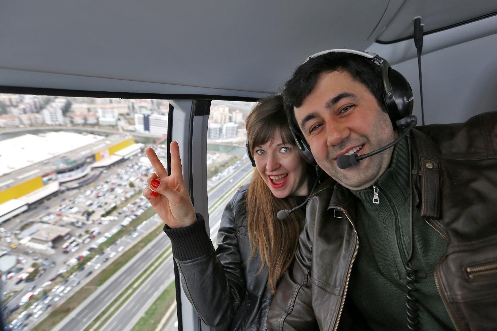 Kipa AVM'lerinde çiftler İzmir'e havadan baktı