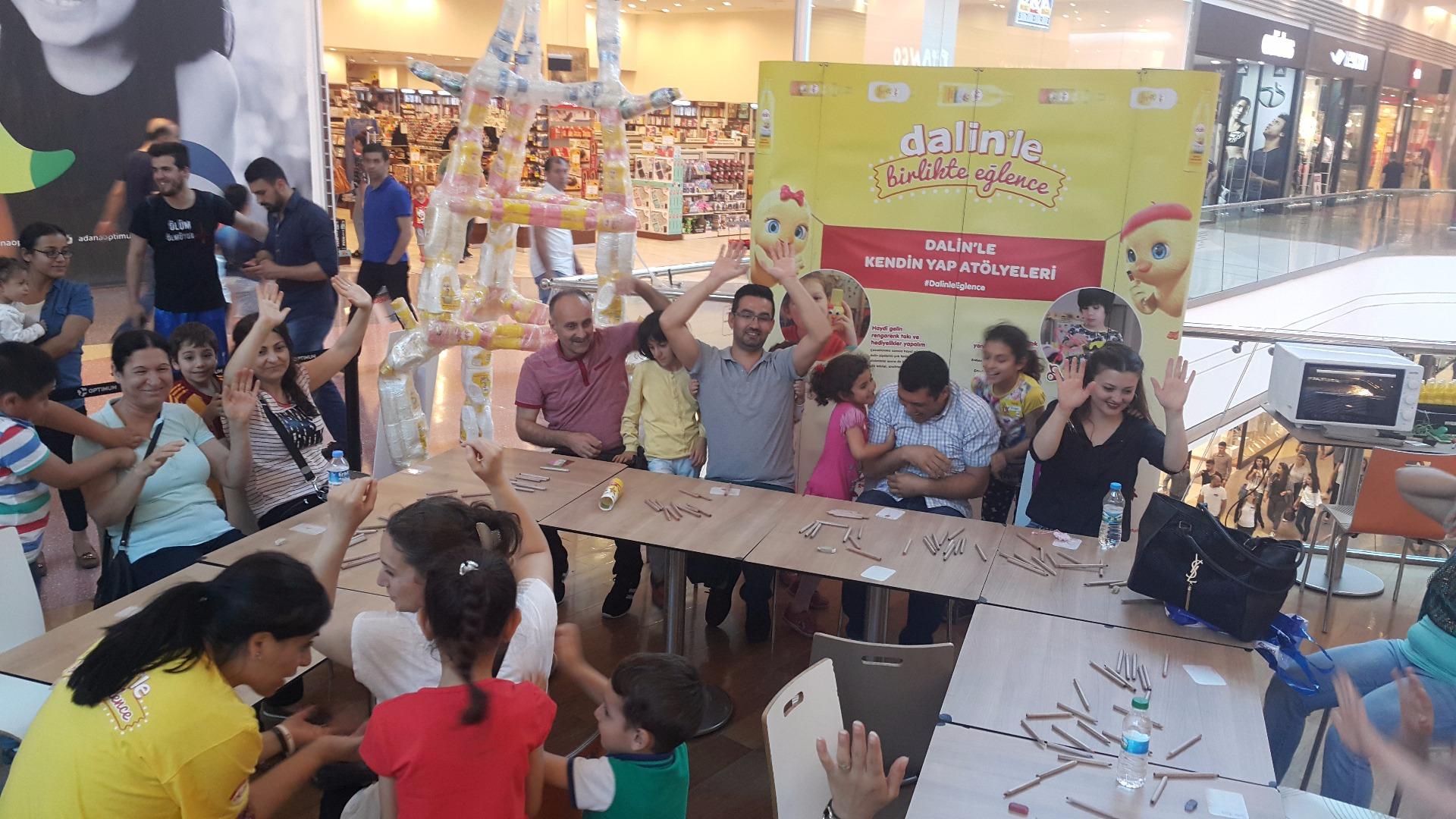 Dalin Adana Optimum'da çocuklarla buluştu
