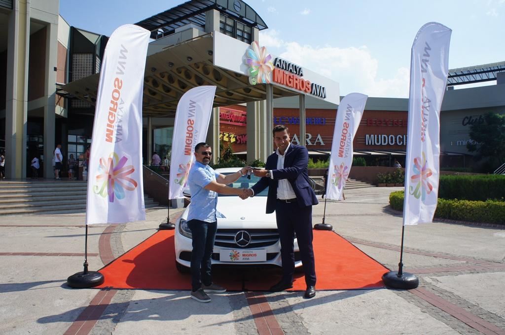Antalya Migros AVM Mercedes kazandırdı