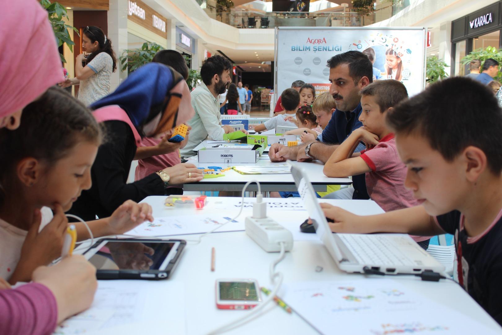 Minikler Agora Bilim Şenliği'yle eğlendi