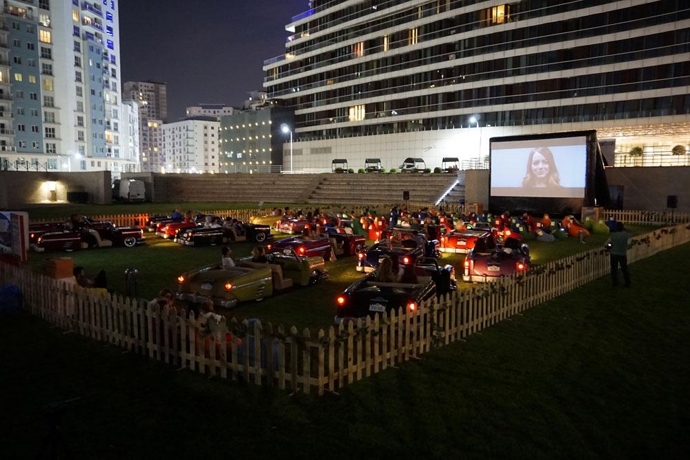 Yıldızların altında arabalı film nostaljisi