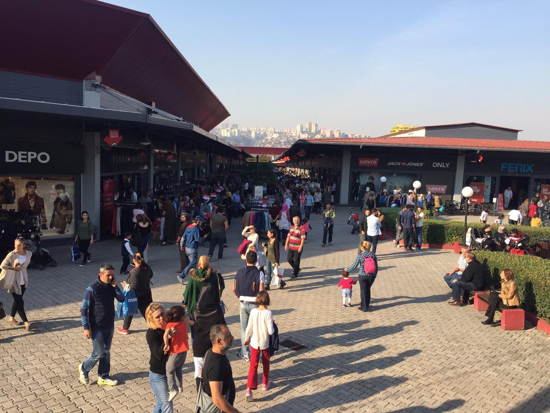 Outlet Center İzmit Geleneksel Ucuzluk Panayırı başladı