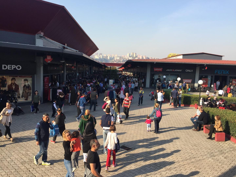 Outlet Center İzmit'te Geleneksel Ucuzluk Panayırı başladı