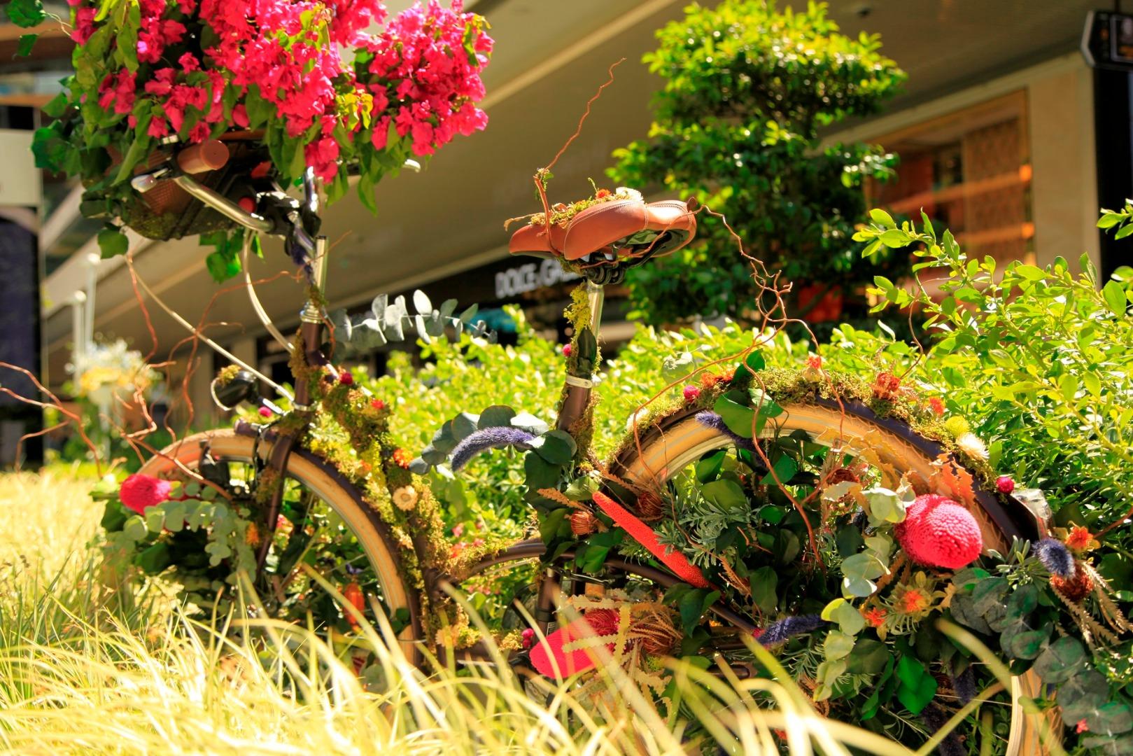 Zorlu Center'da çiçek tasarımla, sanat ise doğayla buluşuyor