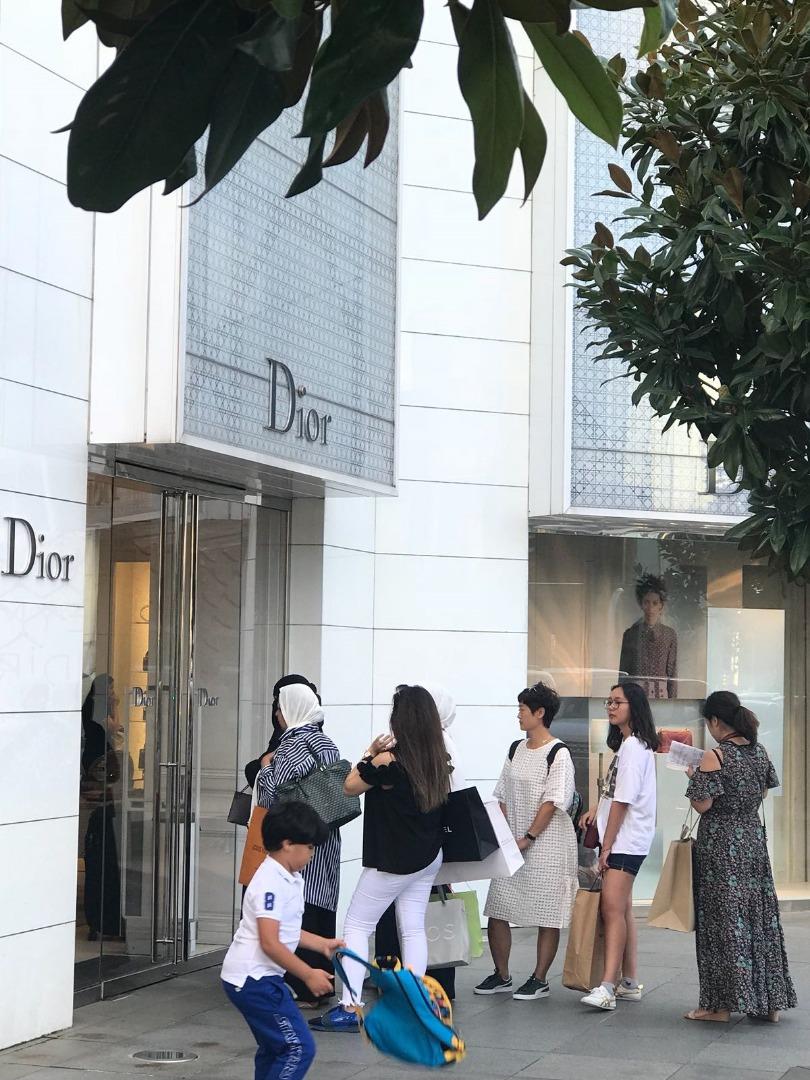 Turistler lüks markalar için İstinyePark'a akın ediyor