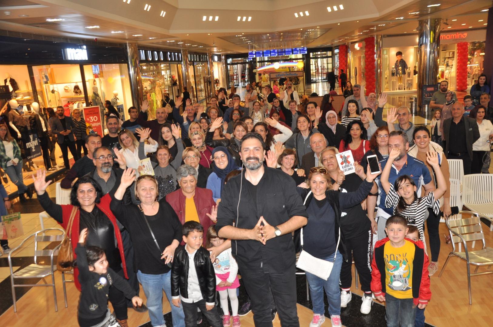 Televizyoncu ve yazar Erhan Çelik Antalyalılarla buluştu