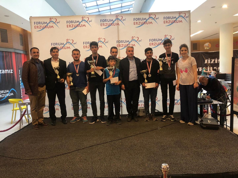Forum Erzurum'da masa tenisi kazananları ödüllerine kavuştu