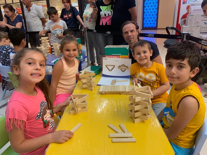 Minikler haftasonunu İzmir Park'ta öğrenerek geçirdi