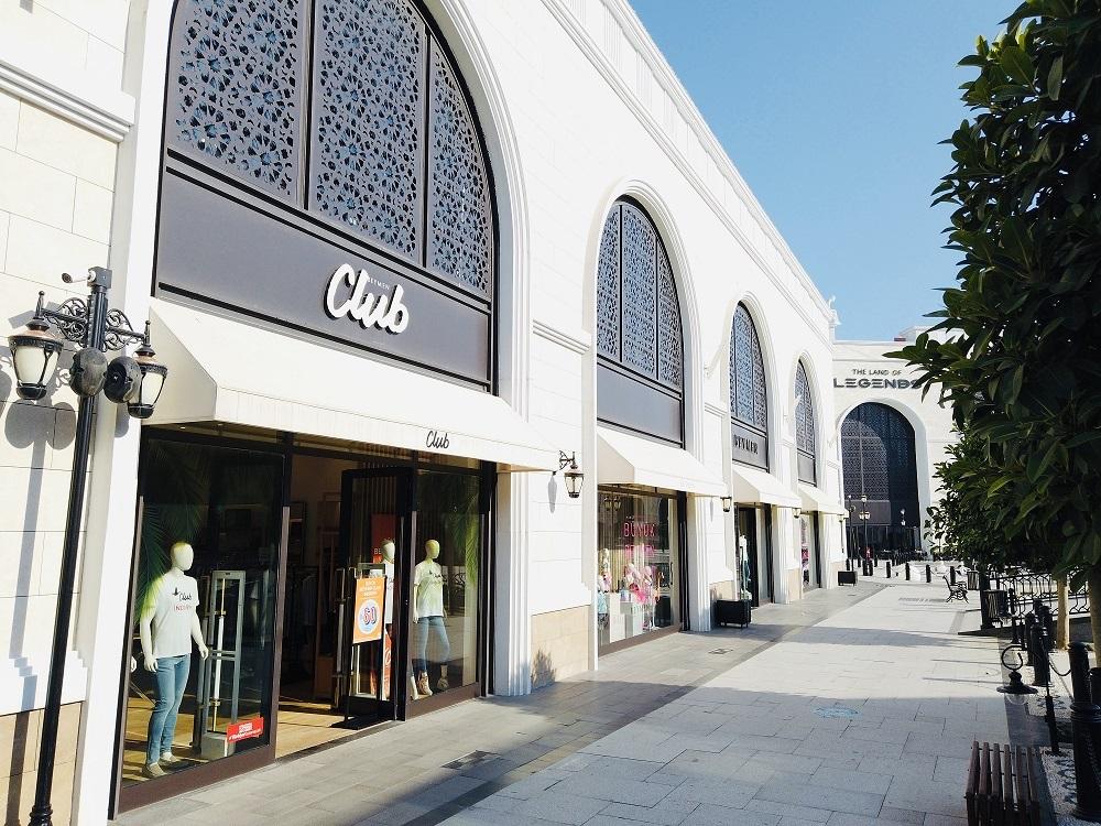 The Land of Legends Shopping Avenue alışveriş ve eğlenceyi bir arada sunuyor