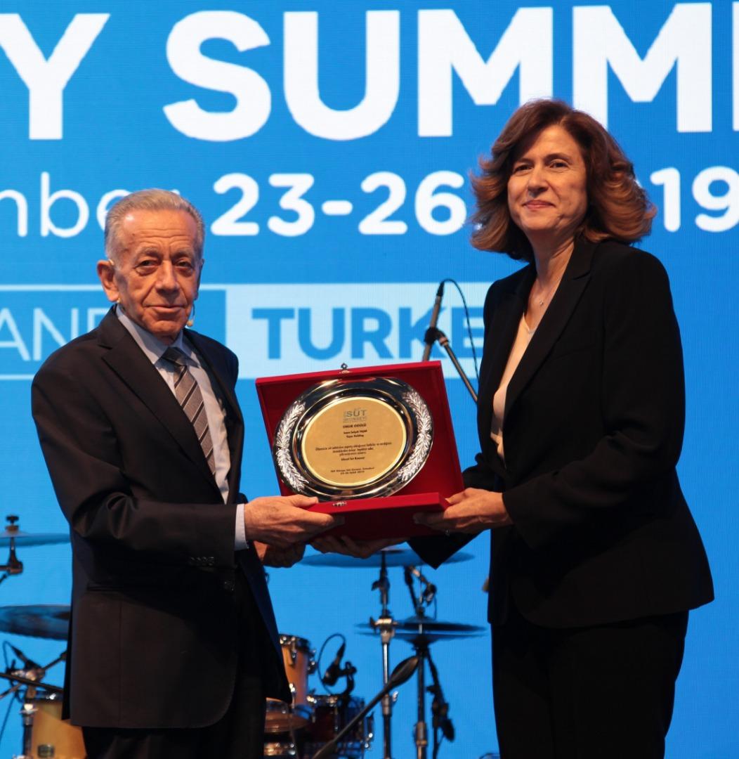 Dünya Süt Zirvesi'nde Onur Ödülü'nün sahibi belli oldu