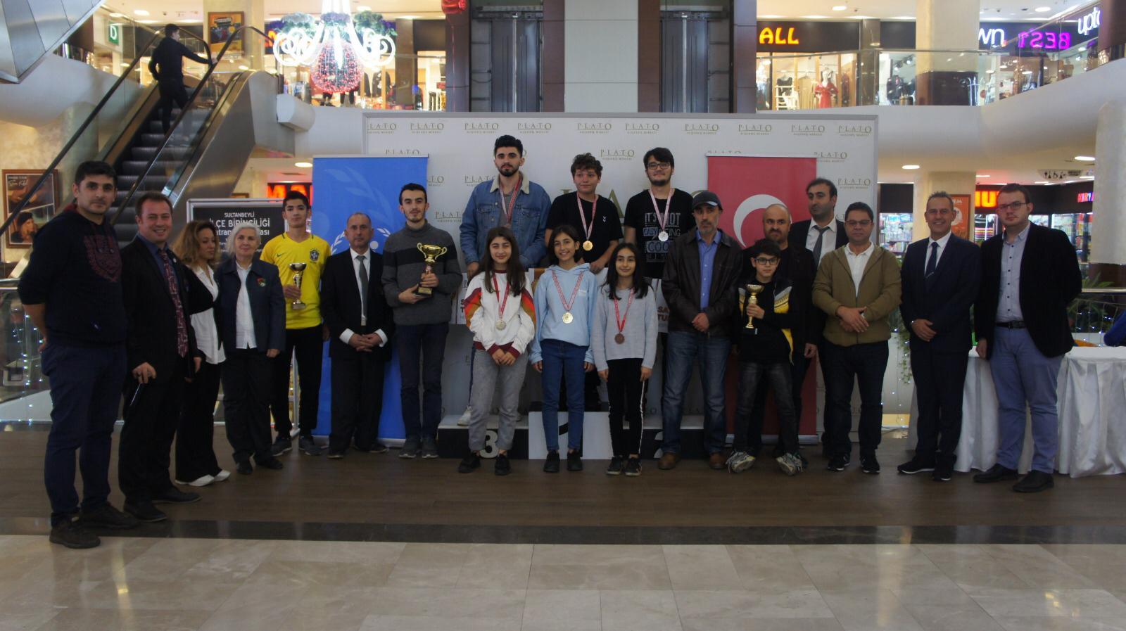 Sultanbeyli satranç turnuvası Plato AVM 'de