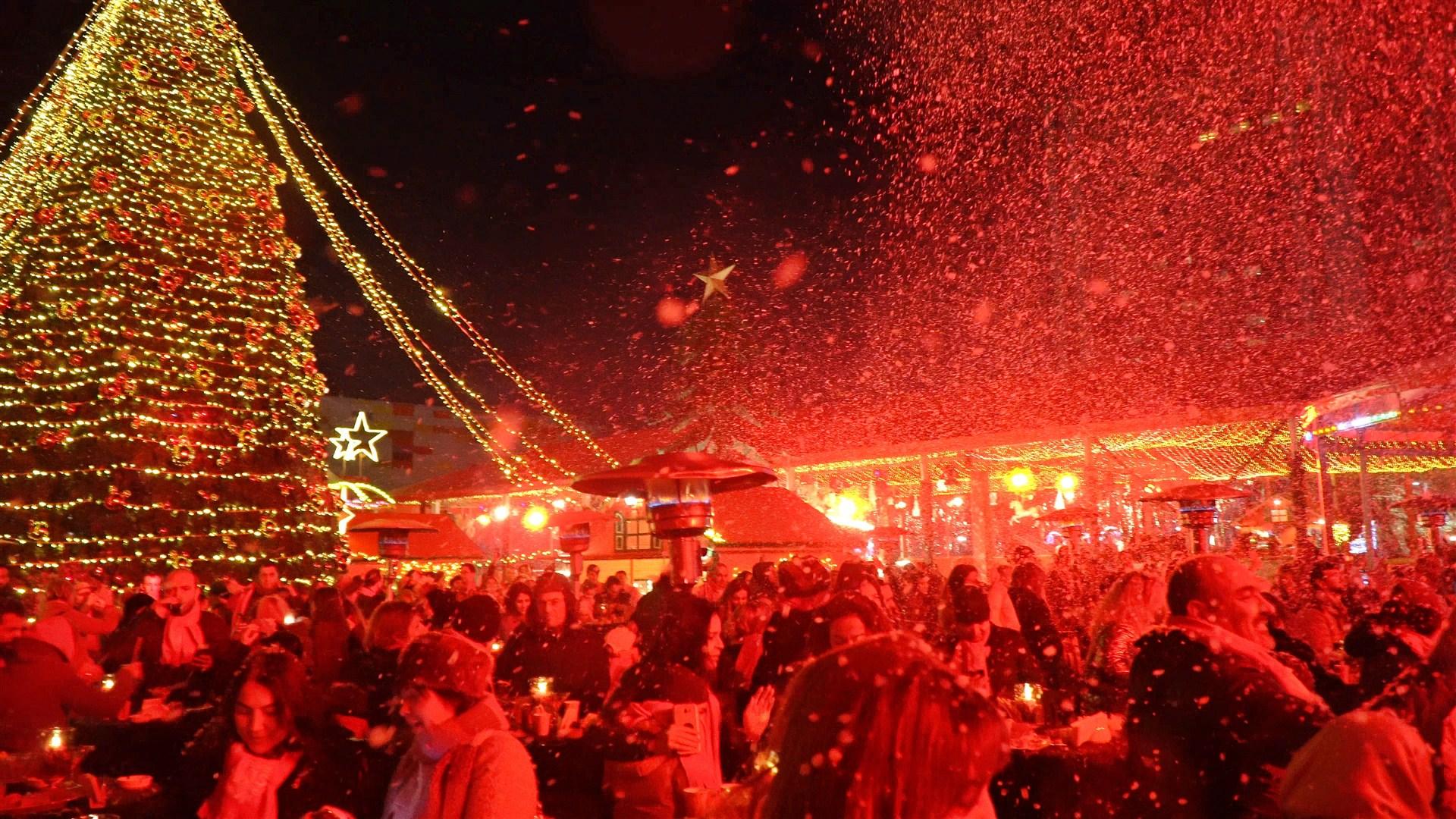 """""""Kırmızı Kış Festivali"""" Fatih Erkoç'un muhteşem konseriyle kapılarını açtı"""