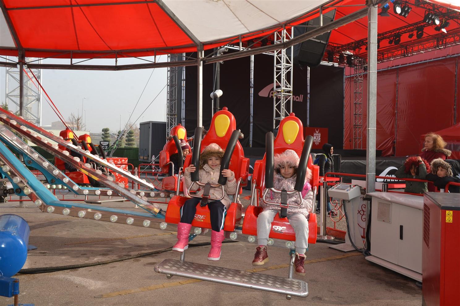 Çocuklar Kırmızı Kış Festivali'ne akın ediyor