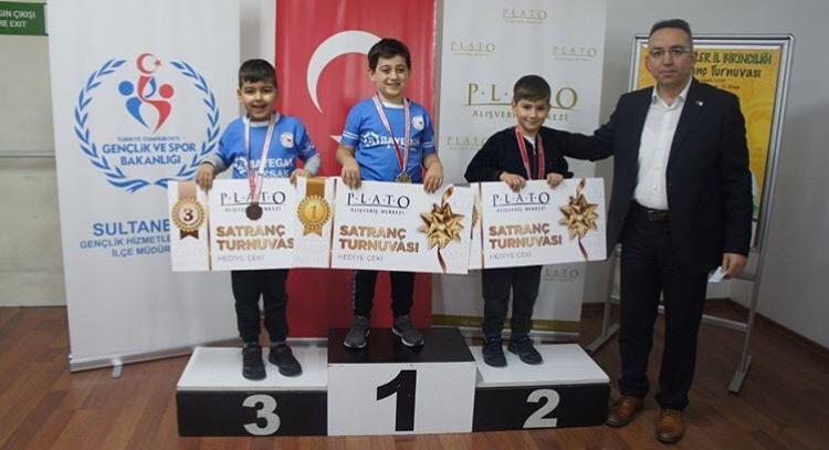 Plato AVM'de küçükler satranç turnuvası