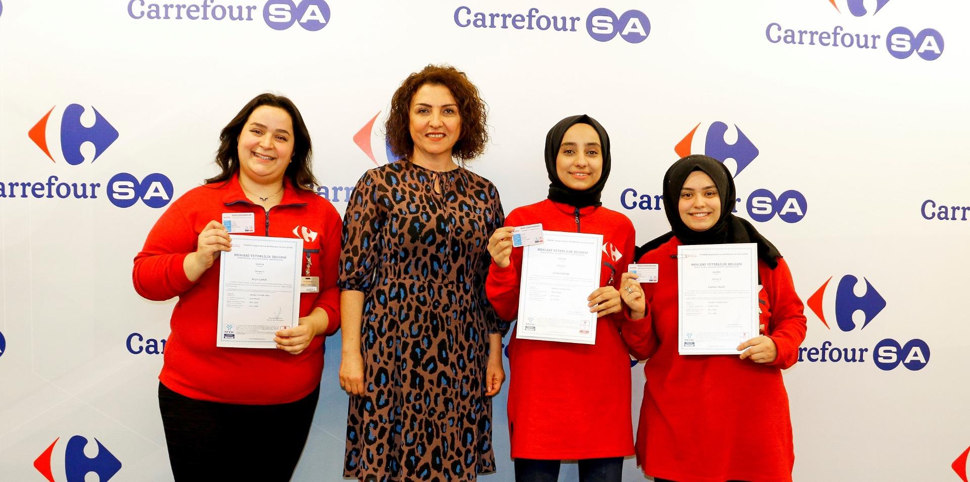 Türkiye'nin ve CarrefourSA'nın ilk sertifikalı kasiyerleri