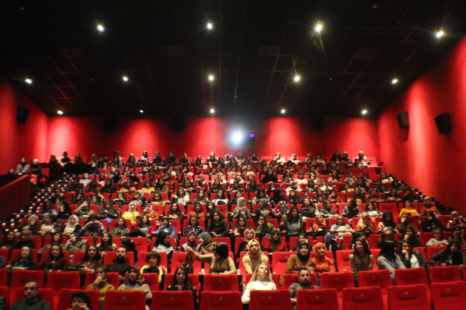 Vanlı öğrenciler sinema ile buluştu