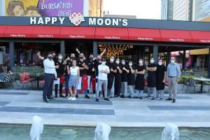 Parkora Happy Moon's enlere imza atmaya devam ediyor