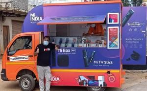 Xiaomi, Hindistan'da seyyar satıcılığa başladı