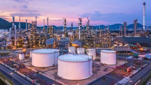 ABD'de üretimin azalmasıyla petrol fiyatları yükseldi