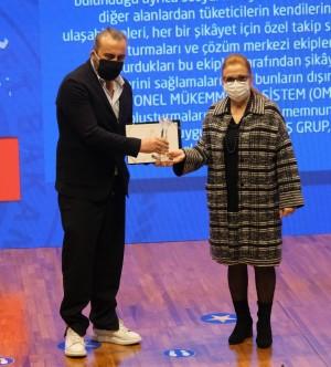 """Yataş Grup'a """"Tüketici Memnuniyetini İlke Edinen Firma"""" ödülü"""