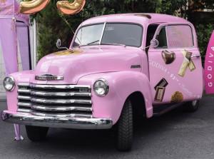 GODIVA, 95'inci yılını pembe kamyoneti ile kutluyor
