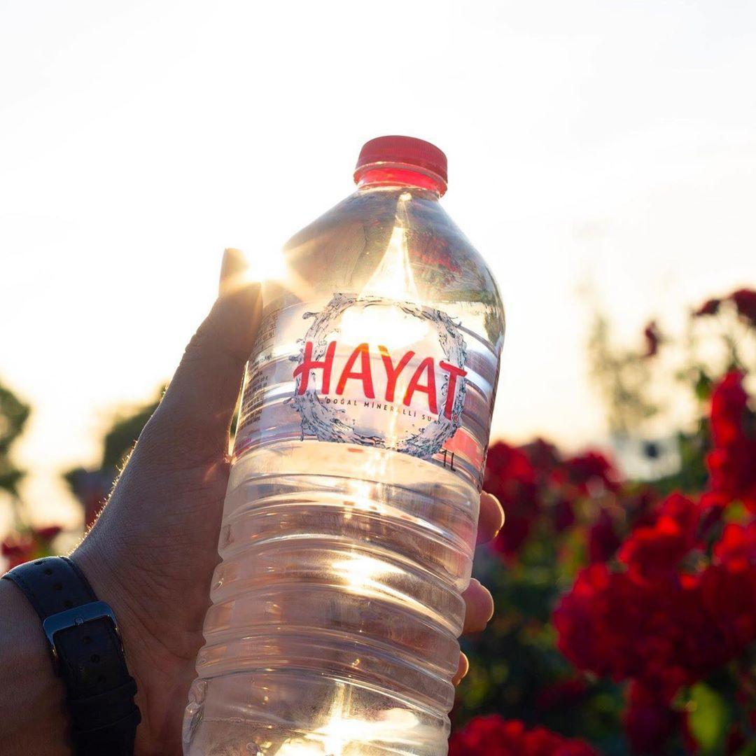 Hayat Su, sağlık çalışanları ve  ihtiyaç sahiplerine 300 ton su ile destek oluyor