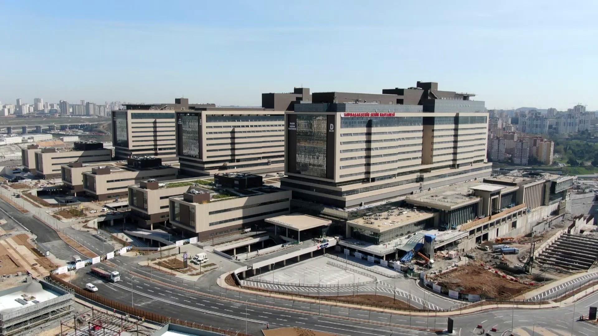 Başakşehir Şehir Hastanesi eczane ve depolama raflarında ÜÇGE imzası