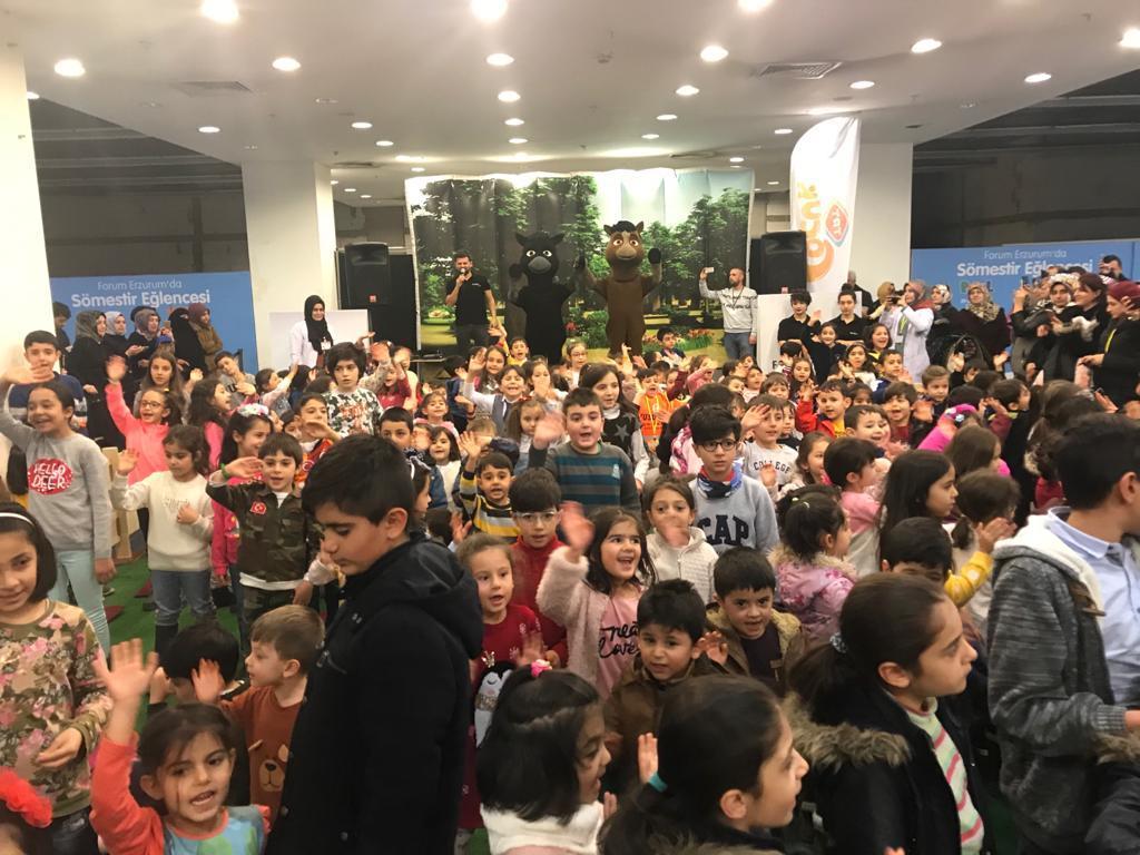 TRT Çocuk'un sevilen karakterleri Forum Erzurum'da çocuklarla buluştu