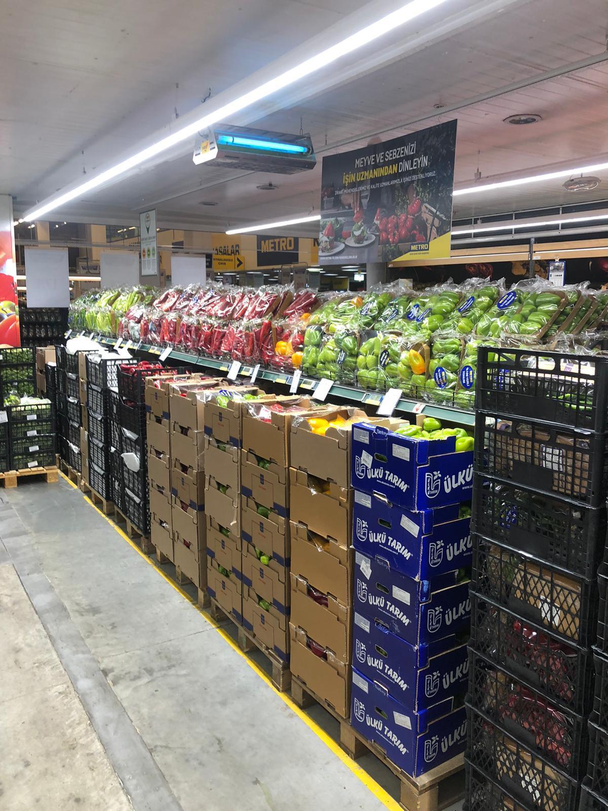 Metro marketlerde sebze ve meyveler paketli ve güvenli