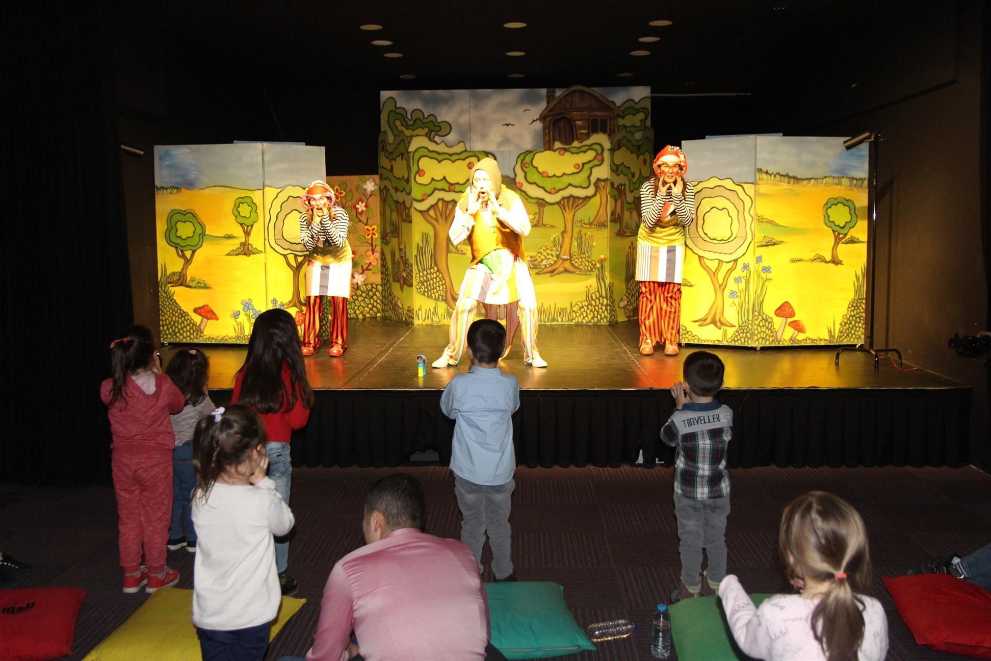 Yıl boyunca farklı oyunlar ANKAmall Çocukça İşler Sahnesi'nde