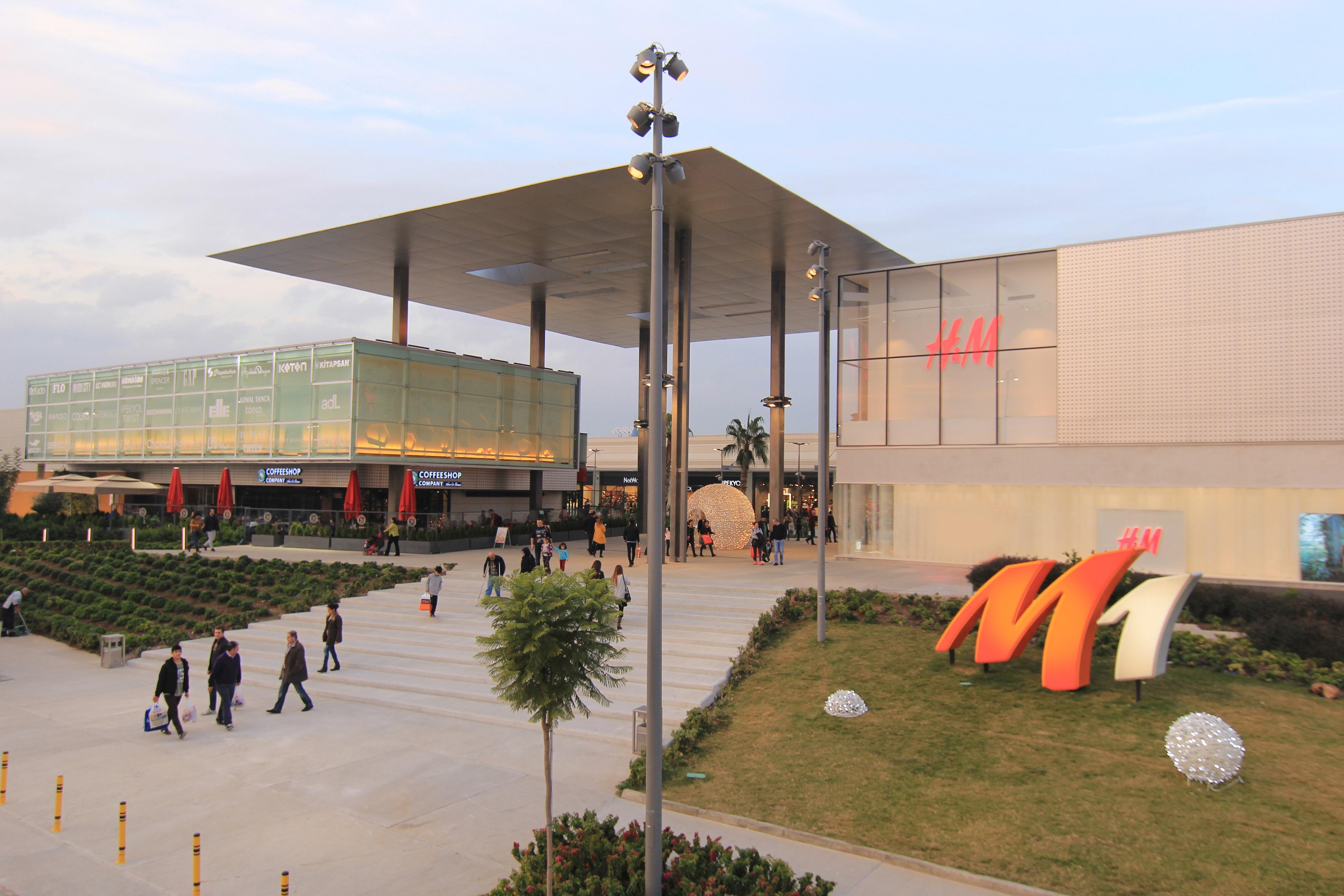 M1 Adana AVM kapılarını açtı